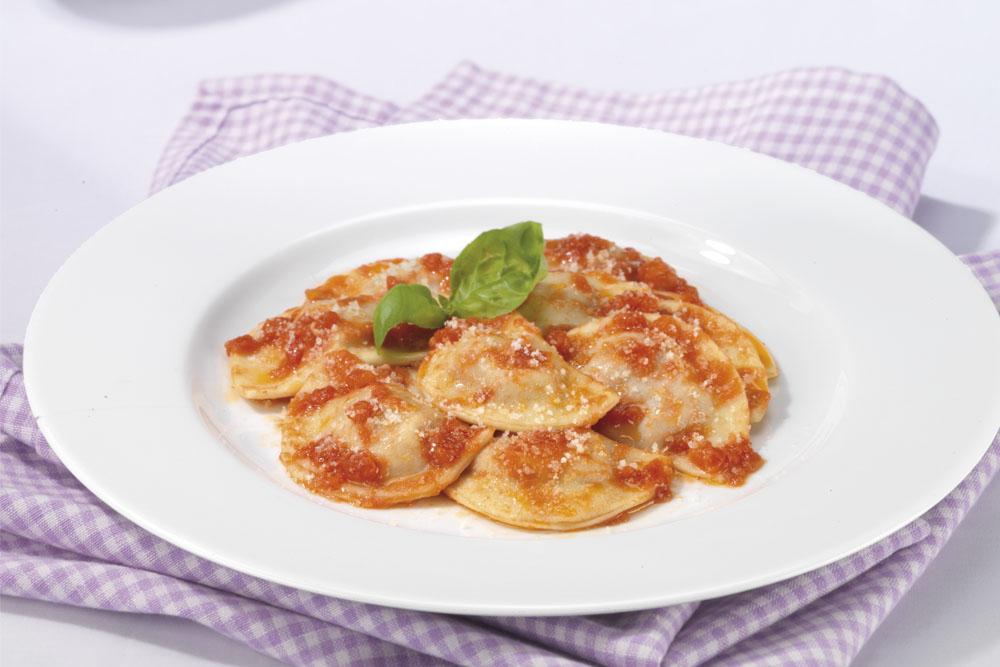 Mezzelune con pomodorini e basilico