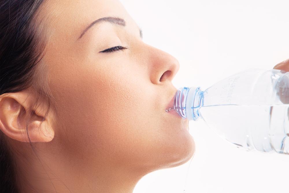 Contro la ritenzione idrica? Acqua, frutta e mare