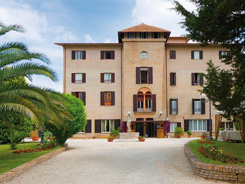 SOGGIORNO A MONTECASSIANO (MC) - HOTEL VILLA QUIETE